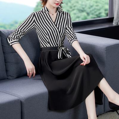 小樣傳奇條紋長袖連衣裙秋裝2020新款OL氣質時尚V領綁帶收腰顯瘦中長裙子