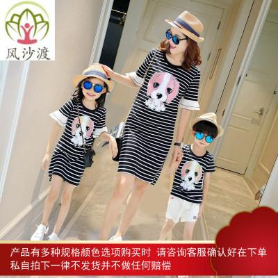 网红亲子装夏装潮洋气一家三口四口母女裙母子姐弟装图片件数为展示