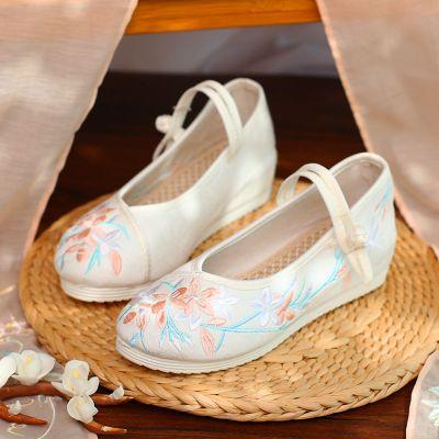 搭啵兔老北京布鞋冬季汉服鞋子女加绒翘头绣花鞋弓鞋古装古风内增高女鞋