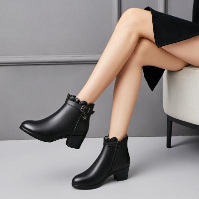 策霸女士头层牛皮2019新款羊毛保暖真皮短靴女棉鞋女冬妈妈鞋平底坡跟防滑大码女鞋