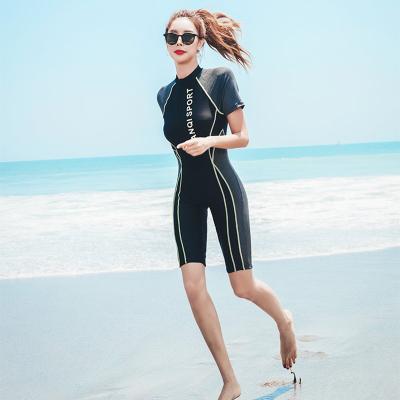 三奇游泳衣女保守连体短袖平角2019新款遮肚显瘦运动大码泳装